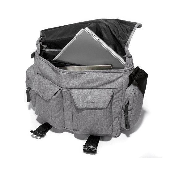 Eastpak - Umhängetasche Laptop 17´ Stanly - Black